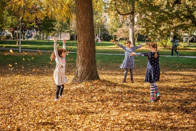 Konstanz-Bodensee-Stadtgarten-Kinder-Spielen-Park-02_Herbst_Copyright_MTK-Dagmar-Schwelle