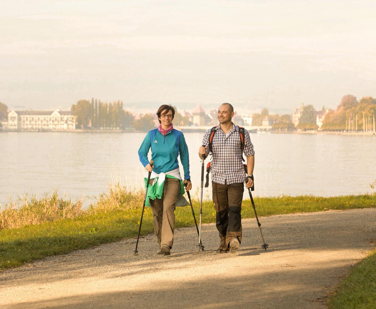 Konstanz-Bodensee-Seeuferweg-Blick-Muenster-Inselhotel-Rheinbruecke-Wandern-04_Copyright_MTK-Ulrike-Klumpp