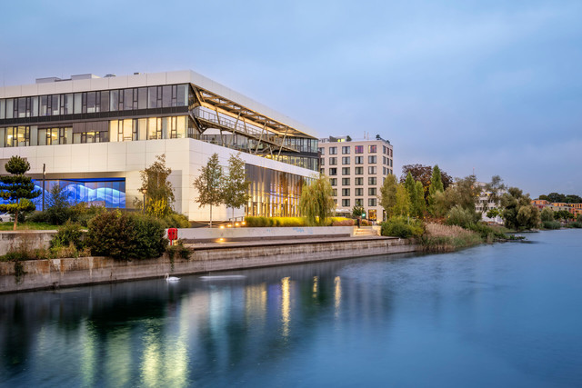 Konstanz-Veranstaltungshaus-Bodenseeforum-Seerhein-Architektur-02_Spaetsommer_Copyright_MTK-Dagmar-Schwelle