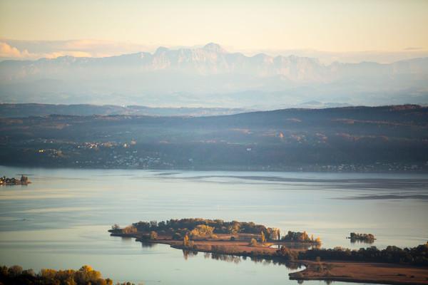Konstanz-Regio-Insel-Mettnau-Alpenpanorama-Luftperspektive_Copyright_MTK-Achim-Mende