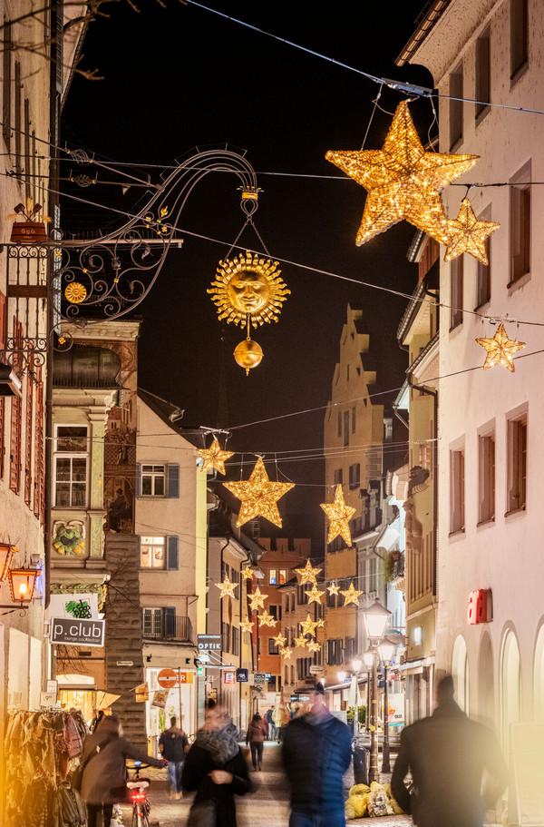 Konstanz-Weihnachtsmarkt-Weihnachtsbeleuchtung-Hussenstrasse-02_Winter_Copyright_MTK-Dagmar-Schwelle