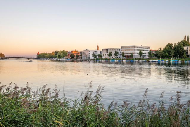 Konstanz-Hochschule-HTWG-Panorama-Architektur-Seerhein-Fahrradbruecke-Rheinbruecke_Spaetsommer_Copyright_MTK-Dagmar-Schwelle
