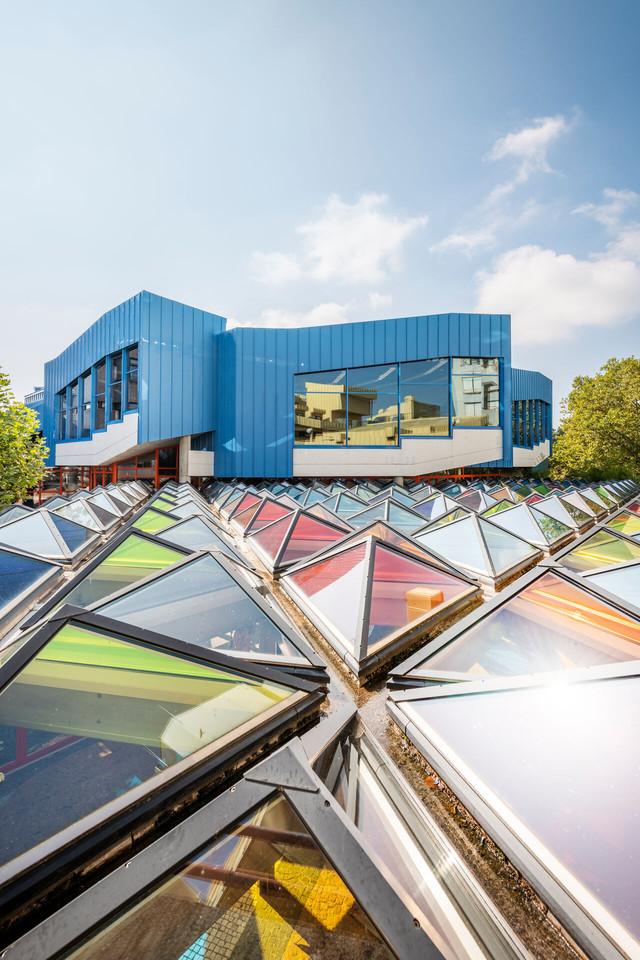 Konstanz-Universitaet-Architektur-Glasdach-Pyramiden-Otto-Piene-02_Spaetsommer_Copyright_MTK-Dagmar-Schwelle
